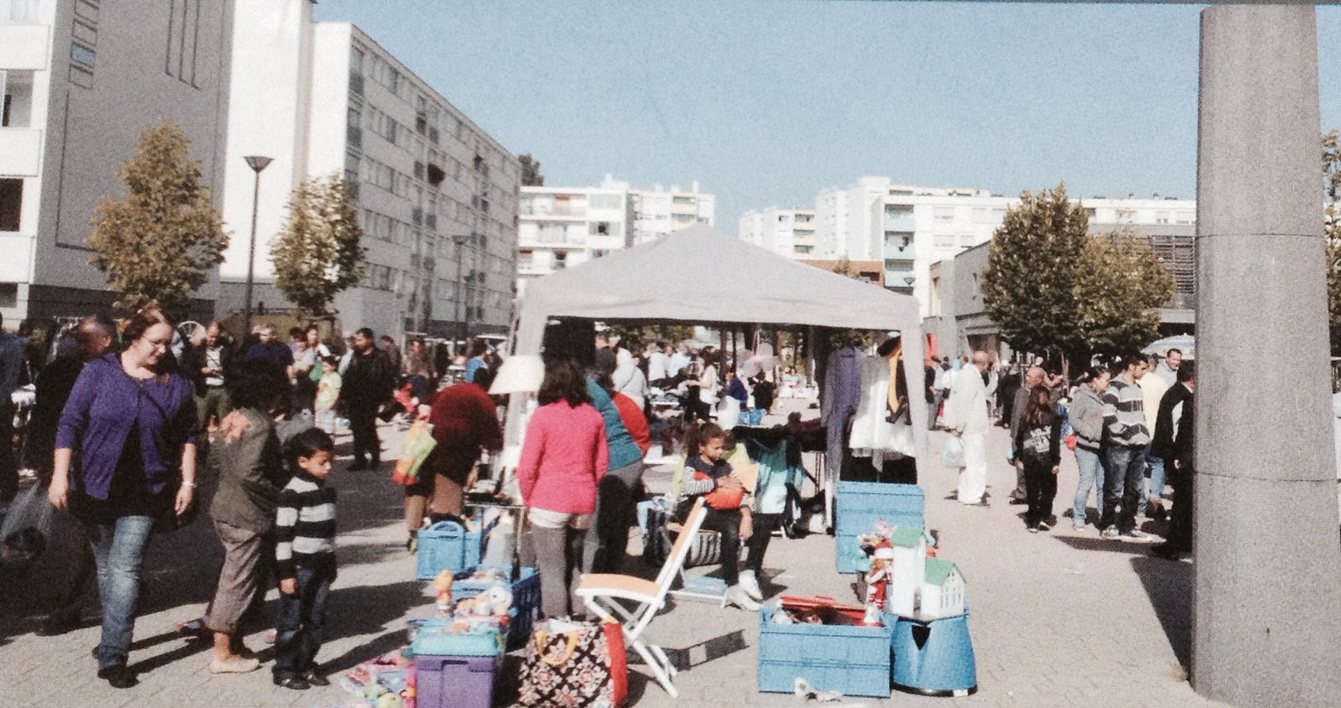 dimanche 5 octobre 2014 vide grenier au marais centre social et culturel du marais adolphe. Black Bedroom Furniture Sets. Home Design Ideas